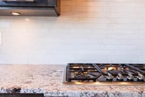 comptoir de granit bianco antico avec surface de cuisson encastrer