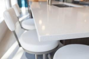 comptoir de cuisine en quartz compac moon pencil edge